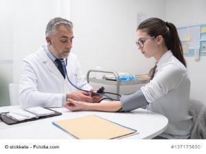 Niedriger Blutdruck (Hypotonie) – Ursachen und Gegenmaßnahmen