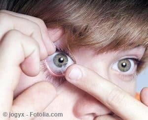 Kontaktlinsen einsetzen – Anleitung und Tipps
