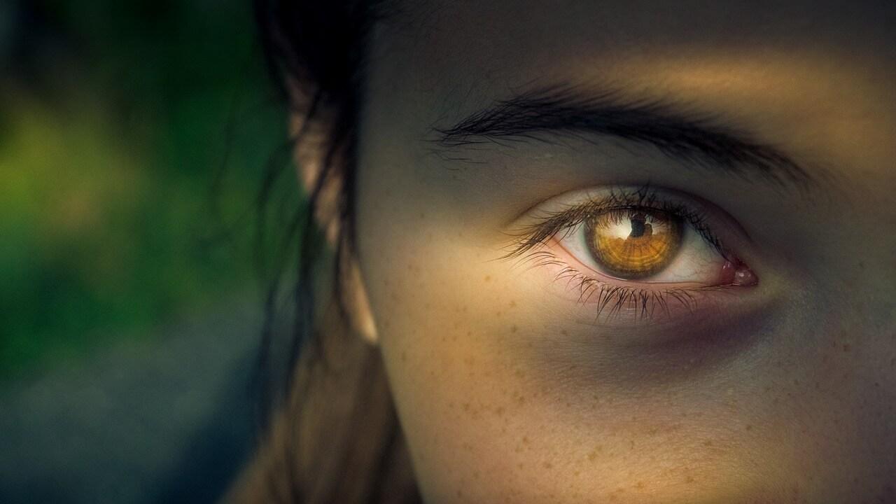 Geschwollenes Augenlid