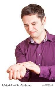 Handgelenkschmerzen – Ursachen und Gegenmittel